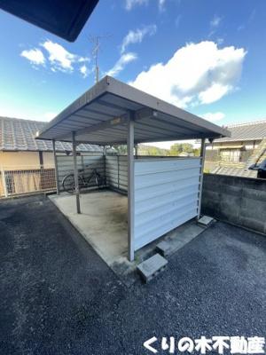 屋根付き駐車場完備