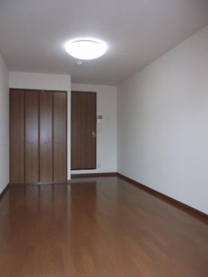 洋室7.6帖の広いお部屋です。