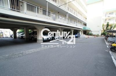 【駐車場】関大前スカイハイツC棟