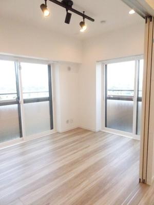 LDKと洋室を開放すれば、そこは17.3帖の空間に♪クローゼットも完備しているので、整理整頓がはかどります♪