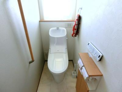 2階トイレも温水洗浄便座付き。