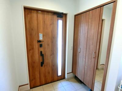 外には立水栓がございますので、洗車やお子様のプールなどにも利用できます。