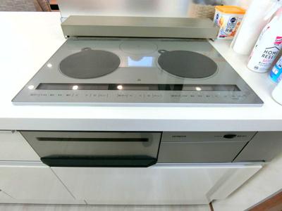 ビルトインタイプの食器洗浄機が付いています。食器洗いの時短が可能で時間にゆとりが生まれますね!