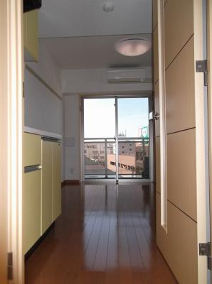 601号室の写真です・ボーテ菊名・玄関から洋室を