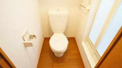 明るい色調でリラックスできるトイレ♪