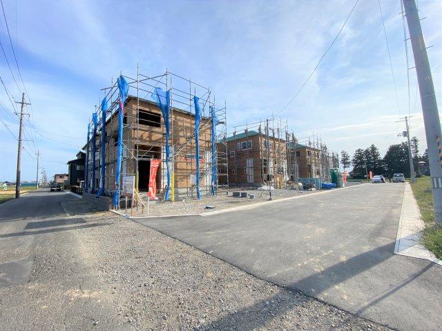 【前面道路含む現地写真】【新築】古川小泉 1号棟 全4棟 10月完成