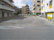国際高校前駐車場の画像
