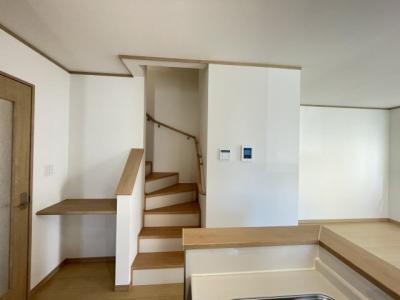 階段隣にスタディスペースがあるので、お料理をしながらお子さまの勉強を見守ることができます◎