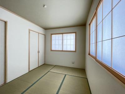 玄関入ってすぐの6帖の和室は客室としても使用できます♪