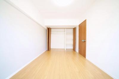 南西側洋室です。