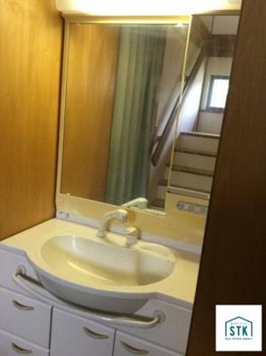 2階洗面化粧台。