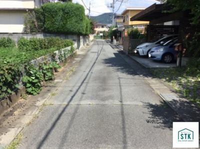 【前面道路含む現地写真】甲府市緑が丘二丁目中古住宅