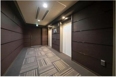 【エレベーター】エレベーター内の様子はモニターに映し出され、防犯面でも安心感がございます。