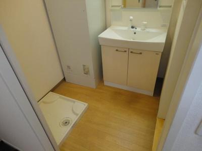 防水パン付きの室内洗濯機置場です