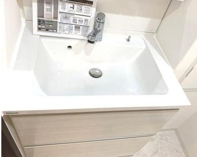 朝の身支度には欠かせない洗面化粧台です!