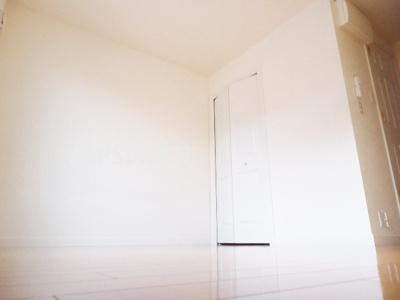 洋室8.2帖のお部屋