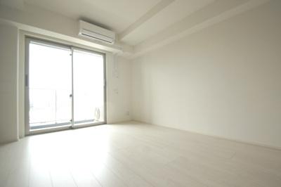 洋室8帖のお部屋です。