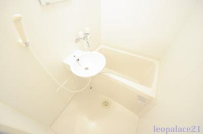 【浴室】レオパレスチェリーガーデンC