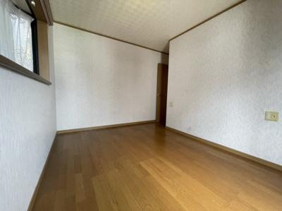 洋室6帖のお部屋です。バルコニー付きのお部屋です。