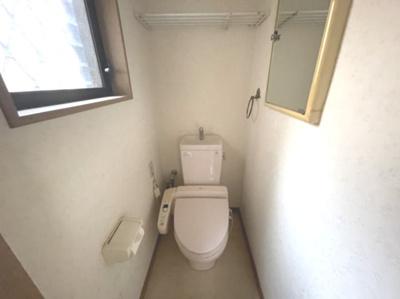 窓付きで採光のあるトイレ☆