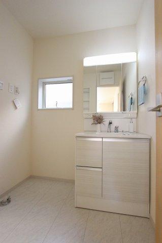 朝の身支度には欠かせない独立洗面化粧台:建物完成しました♪♪毎週末オープンハウス開催♪八潮新築ナビで検索♪