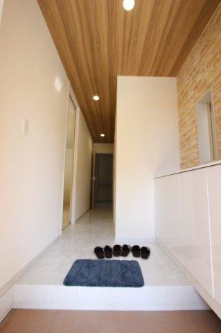 きれいな玄関です:建物完成しました♪♪毎週末オープンハウス開催♪八潮新築ナビで検索♪