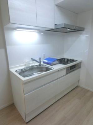 3口ガスコンロのシステムキッチンです。