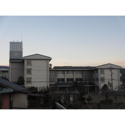 中学校「飯田市立緑ケ丘中学校まで936m」