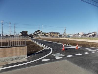 【前面道路含む現地写真】伊勢崎市田部井町土地C区画