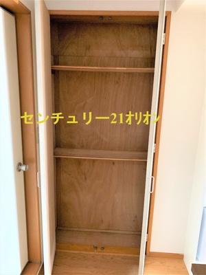 玄関からみて正面にある玄関収納です。
