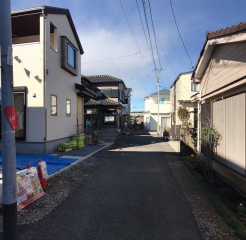 東側約4m私道となります。野田市駅徒歩11分なので駅からも近く通勤や通学にも便利ですね!