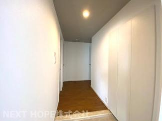 玄関から廊下部分です♪室内は素敵にリフォーム済み!いつでもご覧いただけます(^^)ぜひ現地でご確認ください♪お気軽にネクストホープ不動産販売までお問い合わせを!!