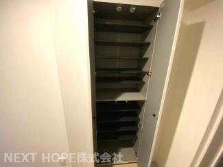 新品のシューズBOXです♪たくさんの靴も散らかることなく収納できますね(^^)