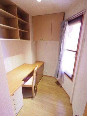 【参考写真】テレワークにもぴったりな書斎スペース完備
