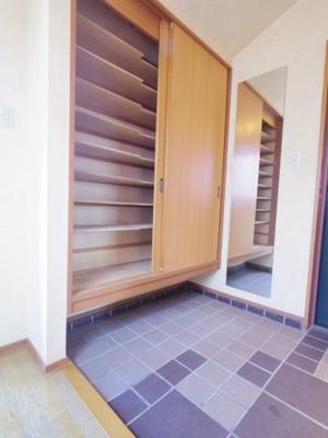 【参考写真】玄関の左右に大容量のシューズボックスがあります