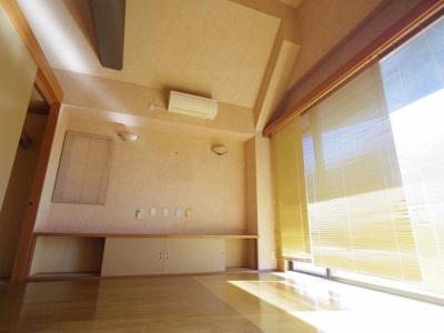 【参考写真】10.6帖のバルコニーに面した洋室