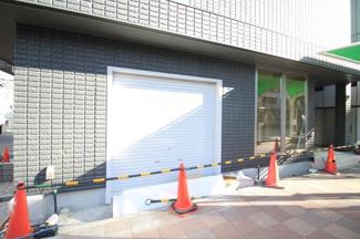 【玄関】ホワイトハウス水道筋