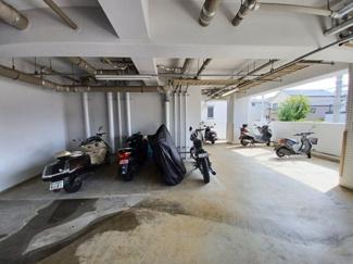 ファーストシーン津田沼 屋根付きのバイク置き場です!