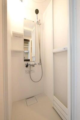 ハーモニーテラス町屋Ⅴのシンプルで使いやすいシャワールームです