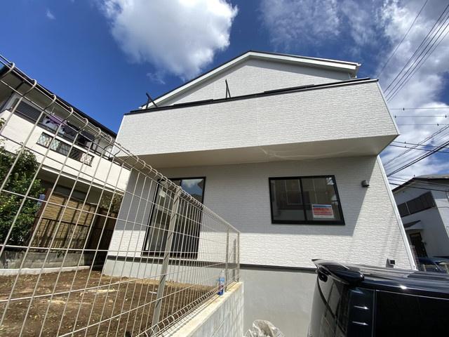 新京成線「滝不動」駅徒歩17分の全1棟の新築一戸建てです。