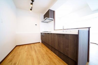 食器洗浄機付システムキッチン新規交換済みです。