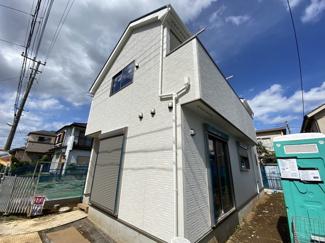 新京成線鎌ヶ谷大仏駅バス8分高野台4丁目停歩1分のバス便もあります。