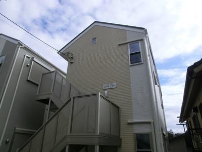 「新子安」駅徒歩圏内の築浅賃貸アパート。
