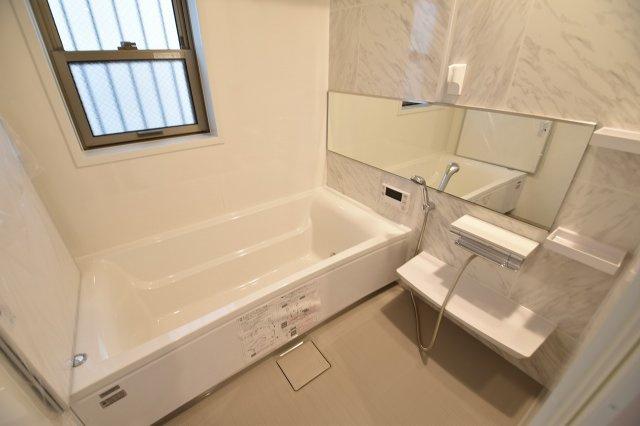 一日の疲れを癒すバスルームは、浴室換気乾燥機付きです。(浴室施工例写真)