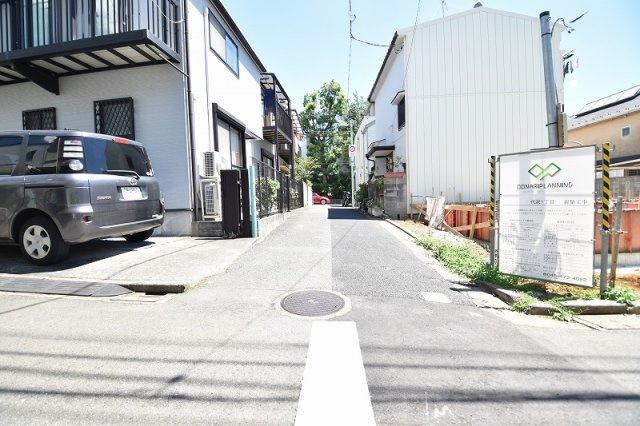 北西側約3.5m道路 車の通行は少なく小さなお子様にも安心の立地です。
