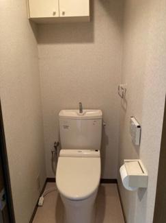 収納棚付きトイレ