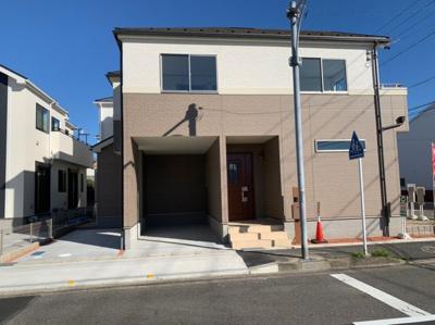 (写真はE号棟敷地です)並列駐車2台分悠々スペース確保!駐車もしやすく、出入りもしやすいです。
