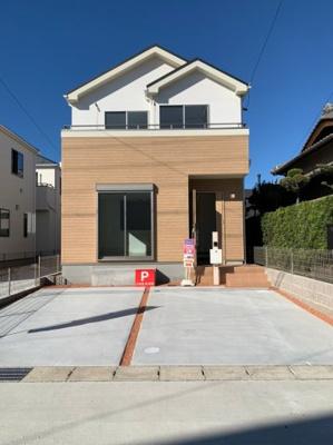 駐車2台分悠々スペース確保!駐車もしやすく、出入りもしやすいです。
