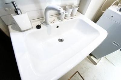 怪我などで入浴できない時でも、洗面台でシャンプーが出来て助かります。