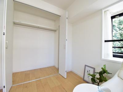 各居室にはクローゼットを完備して、日常使いの洋服や大切な思い出などを収納。居住空間を広げてくれます。